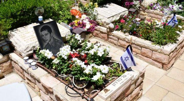 En el Monte Herzl en Jerusalén, cientos de israelíes rindieron homenaje a los soldados caídos