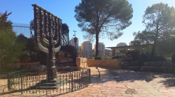 La Menorá de la Knéset o Parlamento de Israel ¿Cuál es el significado de este legendario monumento?