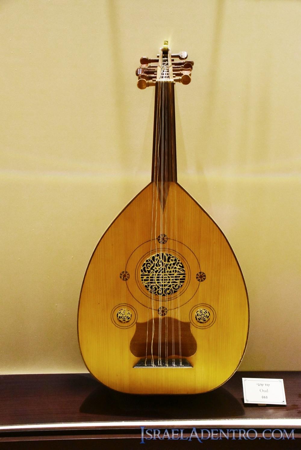 El laúd, un instrumento muy usado por los judíos árabes de Irak y Siria.